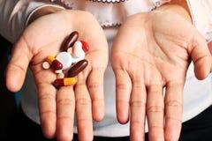 Tablettes et capsules Photographie stock libre de droits