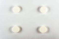 tablettes Médecine pour la prise Il est libéré selon la recette du docteur Photos libres de droits