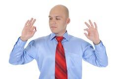 Tablettes rouges et blanches dans des mains mâles Image libre de droits