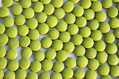 Tablettes vertes de chlorella Image libre de droits