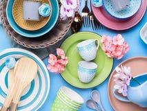Tableware naczynie ustawiający na błękitnym pastelowym tle Zdjęcie Stock