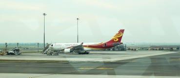 Tablier à l'intérieur d'aéroport de Suvarnabhumi L'aéroport de Suvarnabhumi est l'un de deux aéroports internationaux servant Ban Images libres de droits