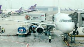 Tablier à l'intérieur d'aéroport de Suvarnabhumi L'aéroport de Suvarnabhumi est l'un de deux aéroports internationaux servant Ban Photographie stock libre de droits