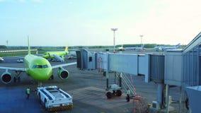 Tablier d'aéroport de Domodedovo banque de vidéos