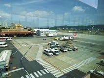 Tablier dans l'aéroport de Taïpeh Songshan Image libre de droits