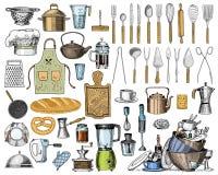 Tablier ou pinaphora et capot, goupille et casserole ou corolle, panneau en bois Chef et ustensiles sales de cuisine, faisant cui Photographie stock