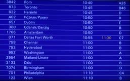 Tablilla de anuncios del horario de vuelo Fotos de archivo