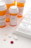 Tablilla de la prescripción y dimensiones de una variable de las píldoras diversas Fotos de archivo libres de regalías