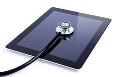 Tablilla digital de la pantalla táctil con el estetoscopio Fotografía de archivo libre de regalías