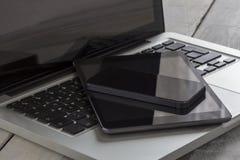 Tablilla y smartphone de la computadora portátil Foto de archivo libre de regalías