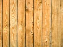 Tablones de madera verticales del pino viejo como fondo Fotos de archivo libres de regalías