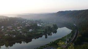 Taborowa przejażdżka blisko Vltava rzeki meanderu zdjęcie wideo