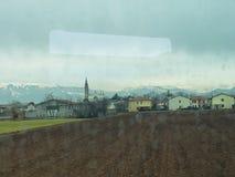 Taborowa przejażdżka przez Włoskich Alps w zimie obraz stock