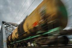 Taborowi i kolejowi furgony z ruch plamy skutkiem transport, linia kolejowa Fotografia Royalty Free