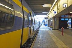 Taborowy czekanie przy Utrecht stacją w holandiach Fotografia Royalty Free