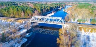 Taborowy most przez rzekę Zdjęcie Royalty Free
