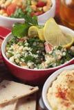 Taboulé, salada do Oriente Médio com massa do trigo de bulgur Imagens de Stock Royalty Free