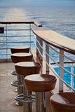 Tabourets de bar sur le bateau de croisière Images stock