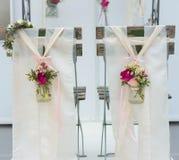 Tabourets de mariage par derrière Image stock