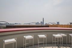 Tabourets vides sur le pavillon de Vanke à l'expo 2015 à Milan, AIE Images stock