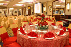 Tabule la configuración en banquete de la boda Fotos de archivo