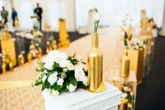 Tabule la decoración con las flores Foto de archivo libre de regalías
