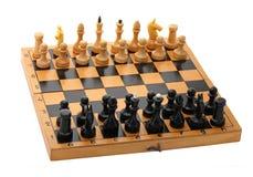 Tabuleiro de xadrez de madeira com peças do jogo de xadrez Fotografia de Stock