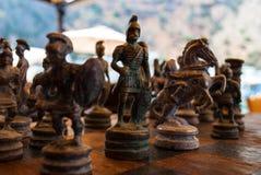 Tabuleiro de xadrez do vintage e partes de xadrez de madeira Imagens de Stock
