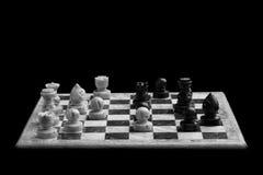 Tabuleiro de xadrez em um fundo preto Imagem de Stock Royalty Free