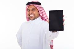 Tabuleta árabe do homem fotografia de stock royalty free