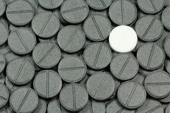 Tabuleta branca em um fundo preto Foto de Stock Royalty Free