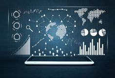 Tabuleta digital branca Estatísticas financeiras, gráficos de negócio, rede social e conexão foto de stock royalty free