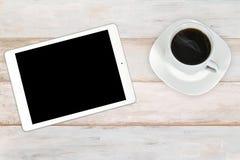 Tabuleta digital moderna com café fotos de stock royalty free