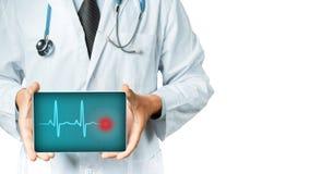 Tabuleta do doutor With Stethoscope Holding Digital Tecnologia moderna no conceito da medicina Fotografia de Stock Royalty Free