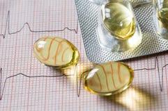 Tabuleta e cardiogram imagem de stock