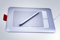 A tabuleta eletrônica da pena de desenho isolou-se imagem de stock royalty free
