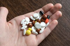 Tabuletas coloridos Produtos médicos para manter a boa saúde e o bem estar Imagem de Stock
