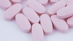 Tabuletas cor-de-rosa ovais na placa video estoque