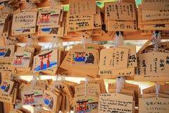 Tabuletas de madeira da oração com desejado escrito Imagens de Stock Royalty Free