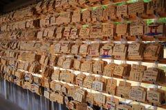 Tabuletas de madeira da oração com desejado escrito Imagem de Stock Royalty Free