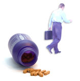 Tabuletas de vitamina e homem de negócios saudável Fotos de Stock Royalty Free