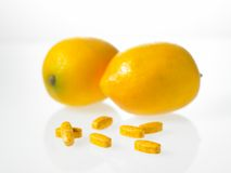 Tabuletas do limão e de vitamina Fotografia de Stock Royalty Free