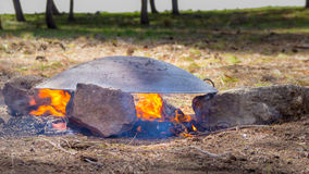Tabun eine traditionelle Weise der Herstellung von daruze Pittabrot Stockbild