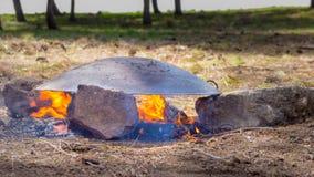 Tabun una manera tradicional de hacer el pan Pita del daruze Imagen de archivo