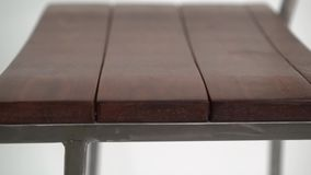 Taburete de bar de acero en el fondo blanco metrajes