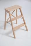 Taburete de madera en un fondo blanco Imagen de archivo libre de regalías