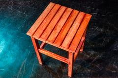 taburete de madera legged del paso cuatro sobre negro Fotos de archivo libres de regalías