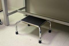 Taburete del paso en oficina médica imagen de archivo