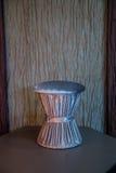 Taburete gris del terciopelo foto de archivo