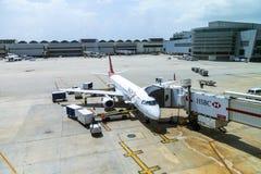 TACA巴西航空工业公司190在迈阿密 免版税库存图片